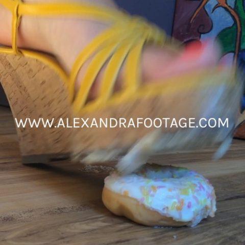 b0005_crushing_doughnuts_a